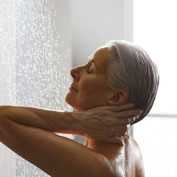 mira-showers-independent-living-woman-01.jpg