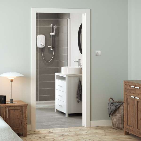 mira-showers-ensuite-contemporary-bathroom-roomset-04-vigor.jpg